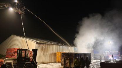 Brandweer voorkomt dat brand in afvalcontainer overslaat naar bedrijfshal