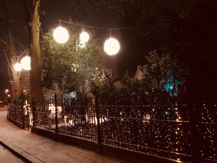 Mooi hoor, al die lampjes en lichten met een beetje sneeuw erbij.