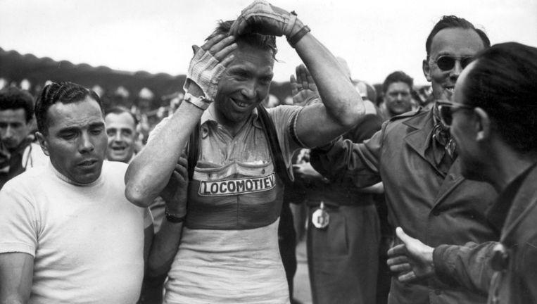 Andere Tijden Sport: Hoe de Tour van '54 naar Nederland kwam Zondag, NPO 1, 22.10 uur. Beeld Tour de France 1954