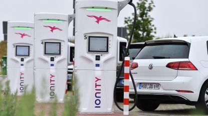 """""""Welkomstfase is voorbij"""": grootste open netwerk van snellaadpalen in Europa vraagt """"woekerprijs"""" voor oplaadbeurt"""