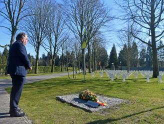 Slachtoffers bombardement tijdens WO II herdacht met 471 kaarsjes op begraafplaats