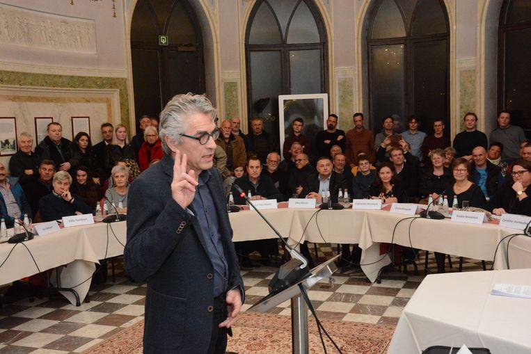 Voormalig burgemeester Jos Stassen maakte bij de installatievergadering meteen duidelijk dat de nieuwe coalitie zich aan stevig weerwerk mag verwachten de komende zes jaar