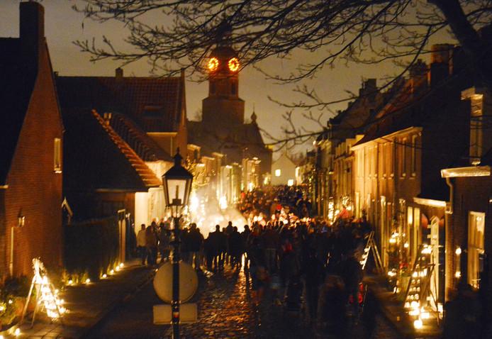 Jaarlijks wordt er de tweede zaterdag in december Buren bij kaarslicht gehouden. Iedereen in het vestingstadje zet kaarsen voor hun raam en op hun stoep, de straat verlichting gaat uit.