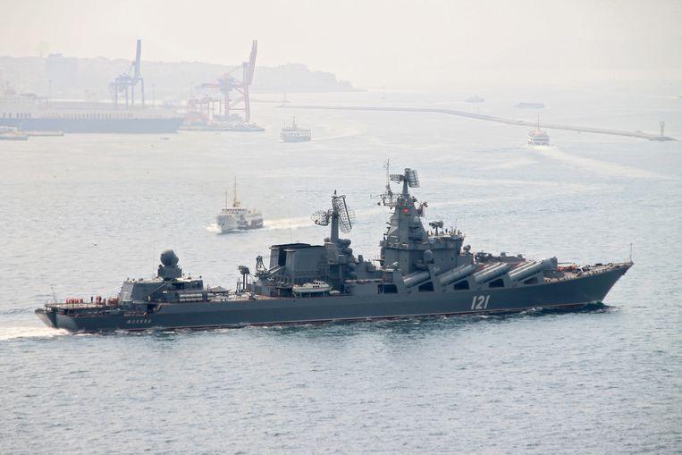 De kruiser Moskwa in de Middellandse Zee. De kapitein wordt gevraagd rechtstreeks contact te leggen met de Fransen.