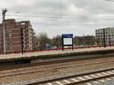 Een lege abri op Leiden CS.