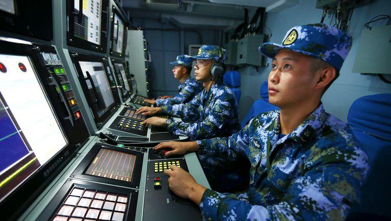 Chinese mariniers voeren een militaire oefening uit ten zuiden van de Paracel-eilanden. Beeld ap