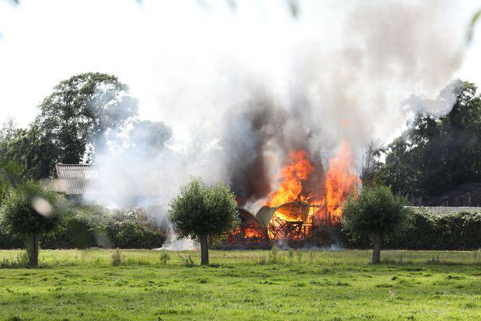 Brand in gebouw aan de Willemsoordseweg in Schipluiden.
