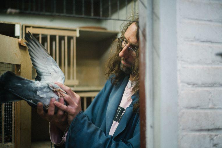 Dierenwinkeleigenaar Dennis uit de serie 'Schuldig'.  Beeld TRBEELD
