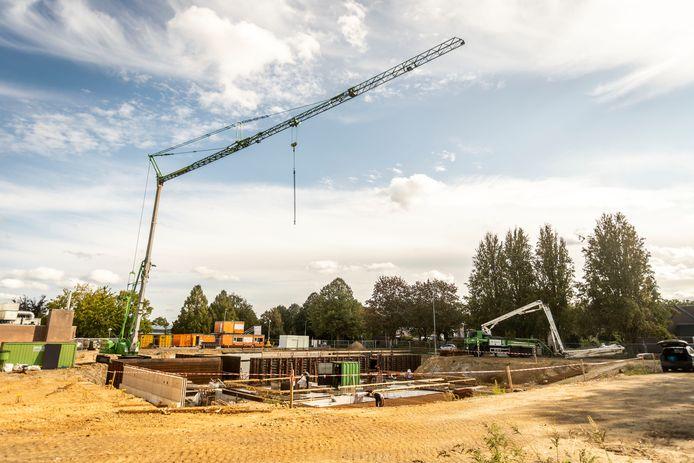 Pal naast het bestaande zwembad Den Ekkerman wordt in Veldhoven gebouwd aan een nieuw bad, dat ook een nieuwe naam gaat krijgen.