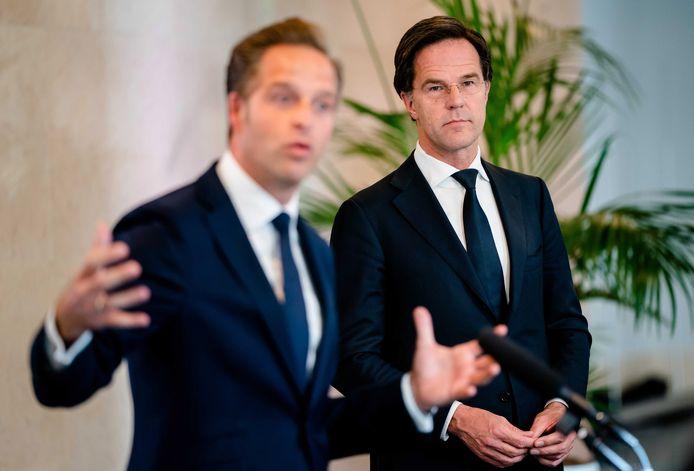CDA-kopstuk Hugo de Jonge (links) is inmiddels één van de bekendste en populairste politici van het land, maar zijn partij profiteert daar niet van. De oorzaak: premier Rutte die als gezicht van het kabinet nóg beter scoort.