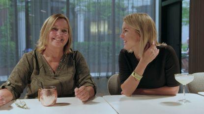 """VIDEO. Kat en mama Kerkhofs voeren zus Lyn dronken tijdens date: """"Zo gênant!"""""""