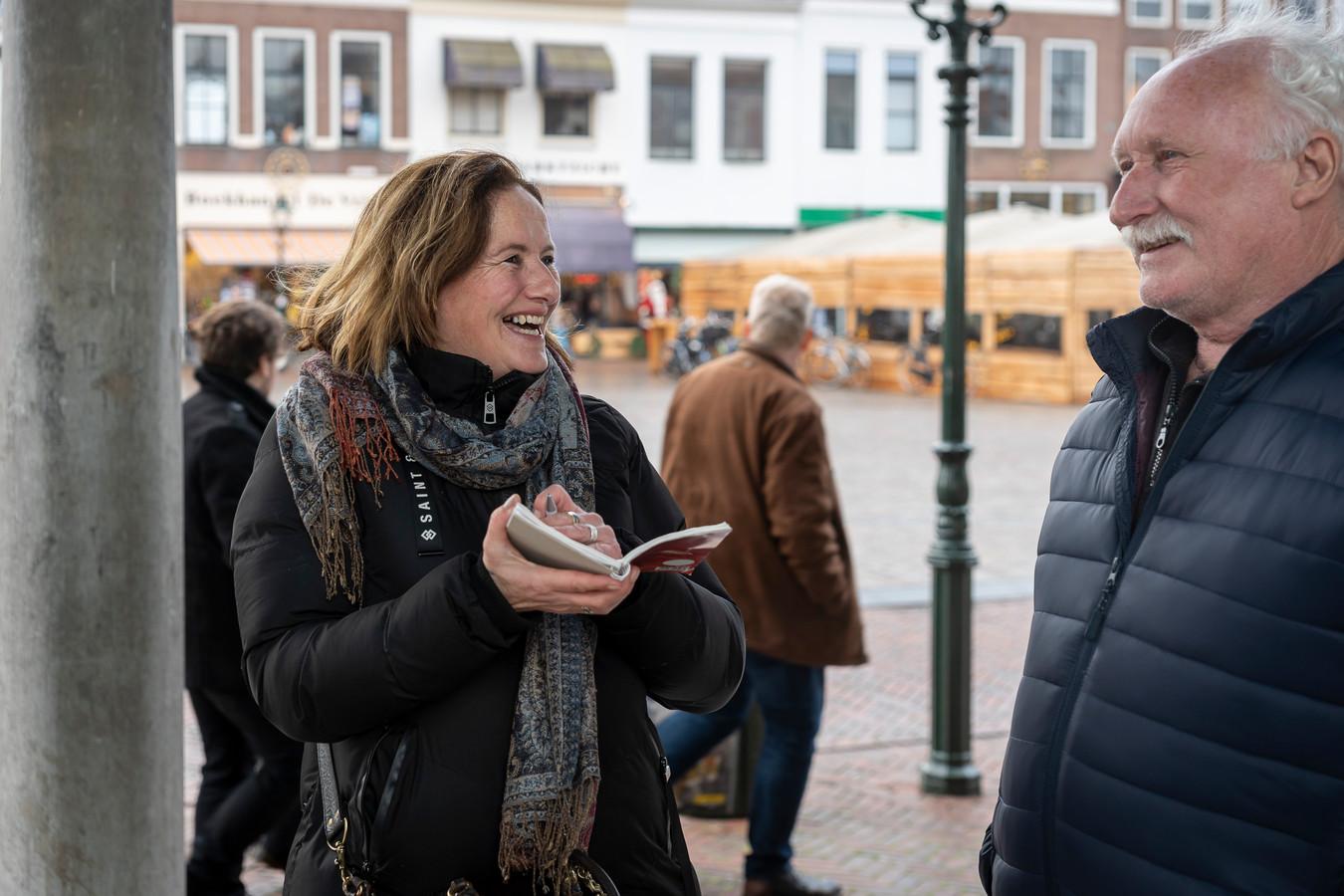 Verslaggeefster Esme Soesman aan het werk in Zierikzee.