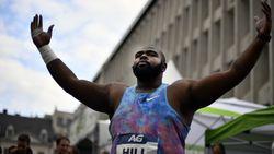 Amerikaan Darrell Hill verbetert op Muntplein Memorialrecord kogelstoten, Taylor en Kipruto morgen op zoek naar wereldrecords