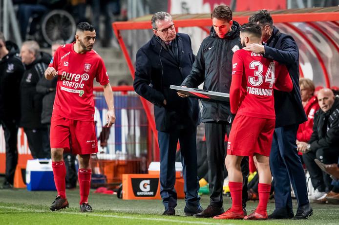 Bij het begin van de tweede helft tegen Heerenveen wordt FC Twente-speler Adnane Tighadouini ingebracht.