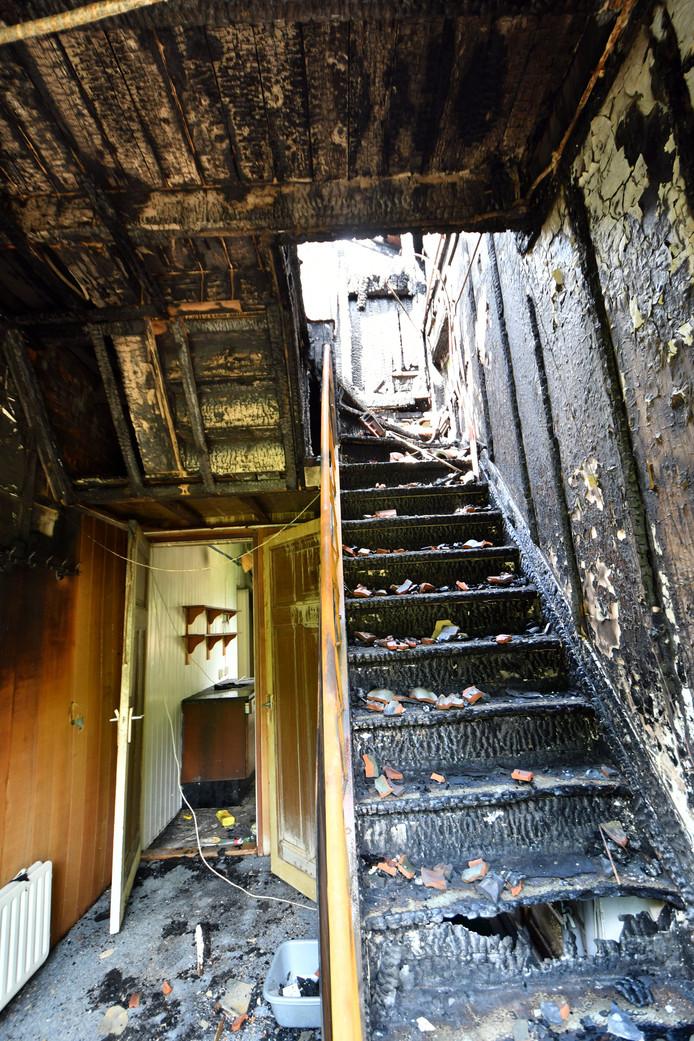 Vooral het interieur is zwaar beschadigd.