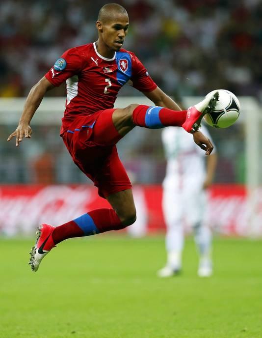 Theodor Gebre Selassie namens Tsjechië in actie tijdens de kwartfinale tegen Portugal (1-0 winst Portugal).