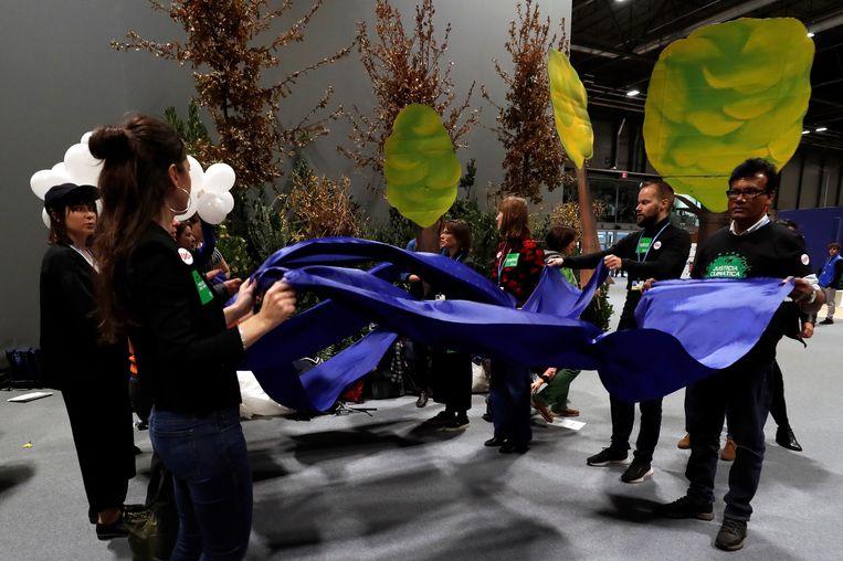 Activisten in Madrid organiseren protest tegen internationale CO2-handel    Beeld EPA