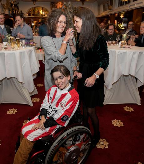 Levi Claassen krijgt zijn rolstoelbus dankzij oma uit Reusel