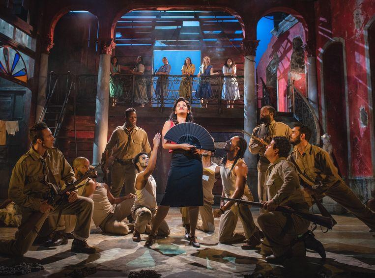 Hoofdrolspeler Luna Manzanares Nardo als Carmen in musical 'Carmen la Cubana' Beeld Nilz Boehme