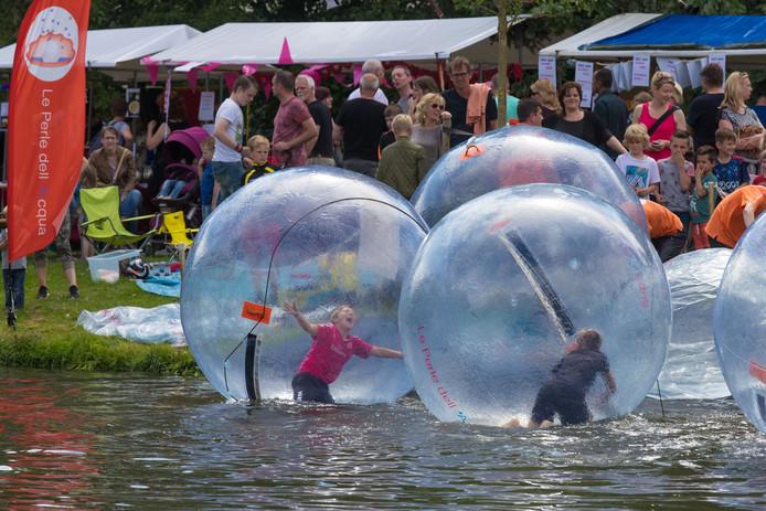 Full Color Festival (Hanze-editie) in het stadspark van Kampen.