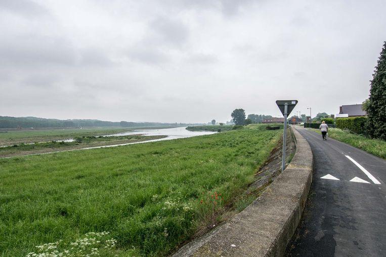 Een bar langs de Maas moet in 2020 geopend worden.