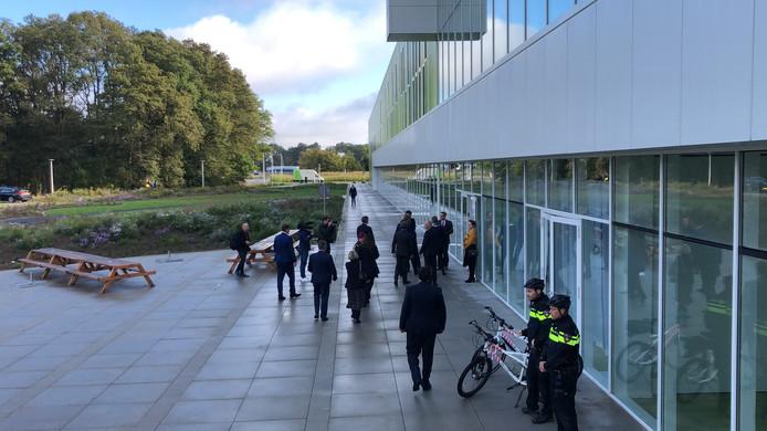 Koning gaat naar binnen bij B I C Eindhoven
