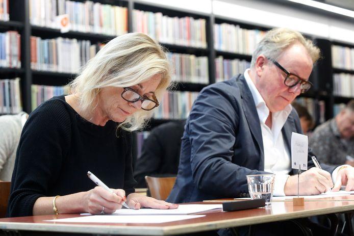 Opperste concentratie bij burgemeester Annemiek Vermeulen (Zutphen) en Jan Vlug, de strafpleiter uit Deventer.