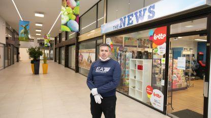 """Uitbater krantenwinkel moederziel alleen in shoppingcenter: """"Als ik sluit, krijg ik geen premie"""""""