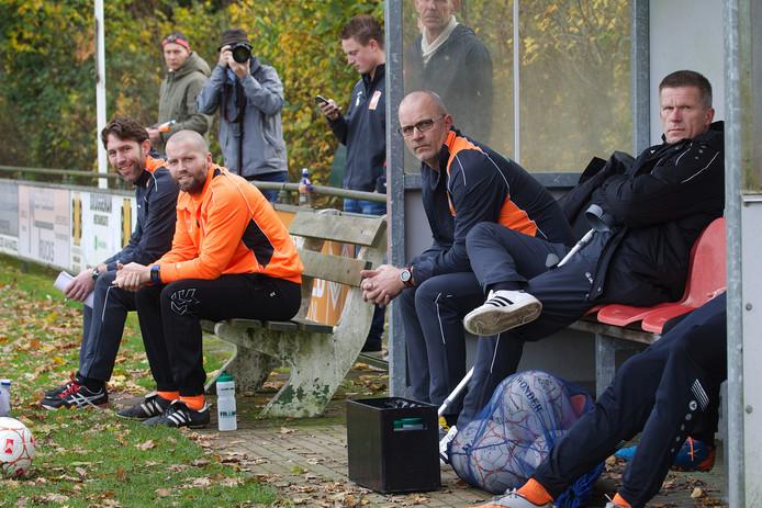Richard Smit (uiterst links) staat ook komend seizoen als trainer voor de selectie van Lemelerveld.