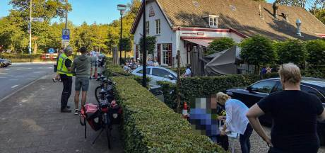 Auto rijdt terras van pannenkoekenhuis bij Arnhem op: 'Dit had slecht af kunnen lopen'