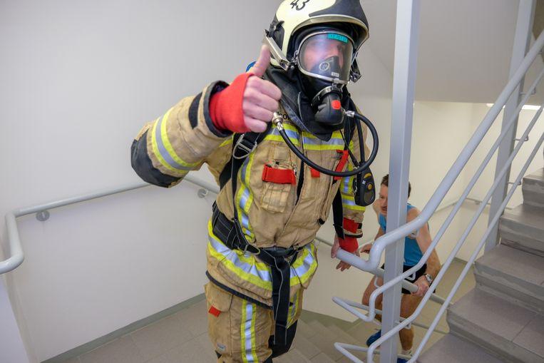Trappen lopen in Belfius-toren voor goede doel: Ook dit jaar doet de brandweer weer mee in volle uitrusting.