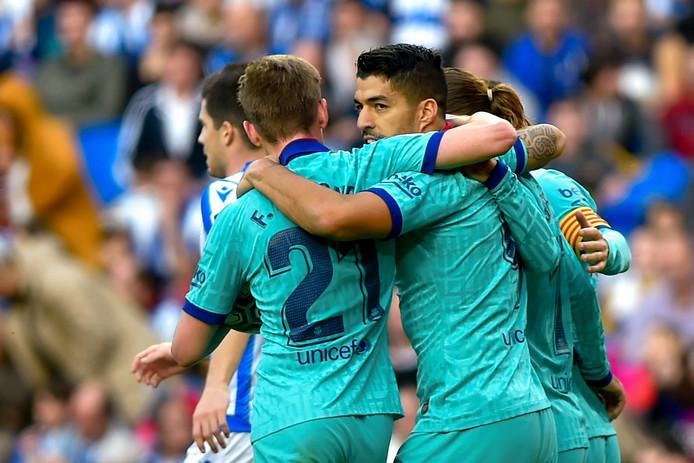 Frenkie de Jong en Luis Suárez zijn blij na de 1-1 van Griezmann.