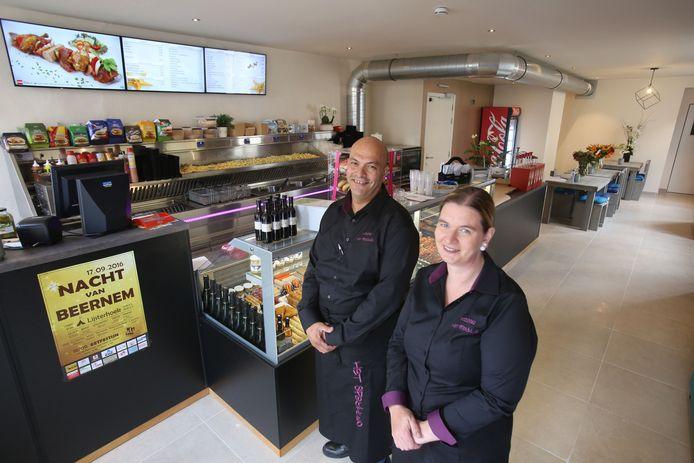 In de Kerkstraat openen Nabil Mejri en Katleen Michielsen een nieuwe foodbar.