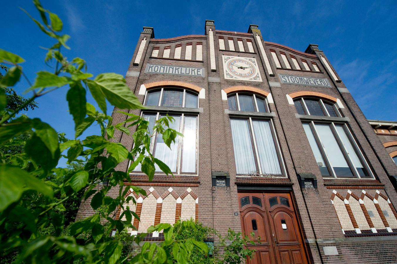 Rijksmonument De Smidse in Nijverdal was donderdagavond uitgebreid te zien op NPO 1 als decor van de Avondetappe met voormalige prof-wielrenner Rob Harmeling als hoofdgast.