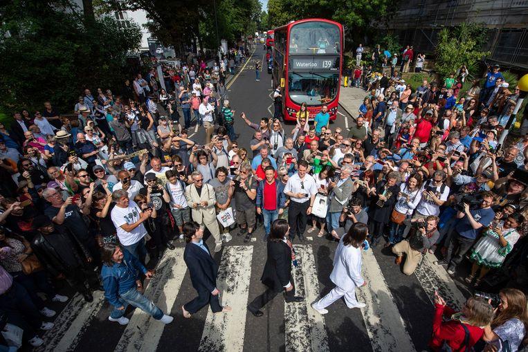 Er zakte massaal veel volk af naar Abbey Road.
