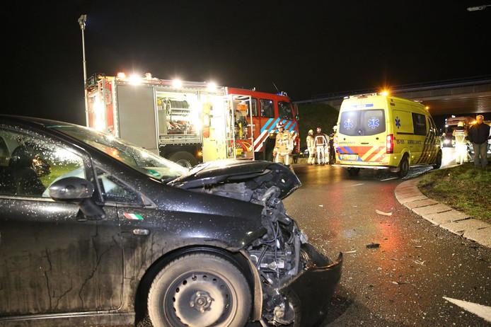 Bij het ongeluk raakten twee mensen gewond.