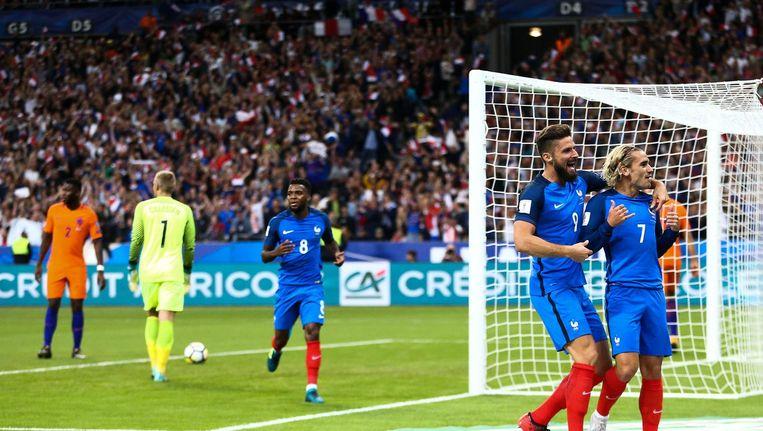 Antoine Griezmann opende in de veertiende minuut de score in het Stade de France, na een combinatie met Olivier Giroud door het hart van de Nederlandse defensie. Beeld anp