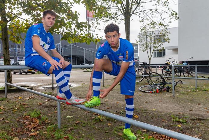 Gabi Caschili (links) en Samir Lagsir: vorige week bij Oranje O17, nu weer 'gewoon' in het shirt van PEC O17.