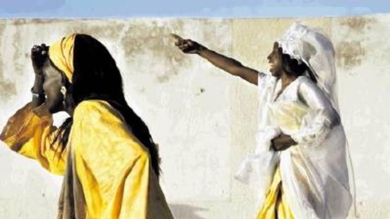 Actrice Marie Madeleine Diallo: 'Tijdens de tour in Senegal kwamen de vissersvrouwen naar ons kijken, met hun kalebassen nog in de hand. Ze waren van het begin tot het einde gegrepen, geroerd.' (Rachel Corner) Beeld