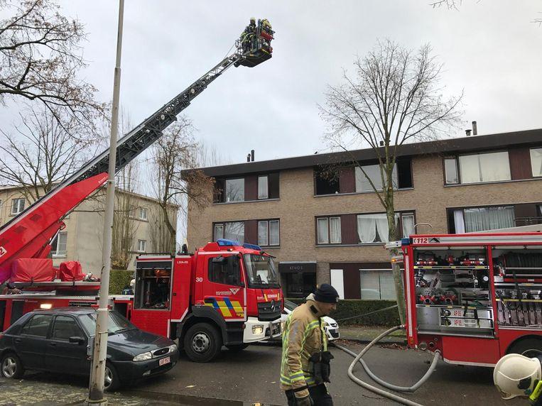 De brandweer kon verhinderen dat het vuur oversloeg.