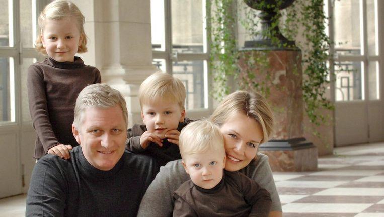 Prins Filip en vrouw prinses Mathilde met hun drie kinderen. Links dochter Elisabth. Beeld ANP