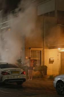 Eigenaar in onderbroek blust zelf zijn brandende Mercedes in Oss
