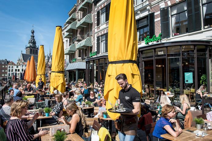 Overvolle terrassen in Nijmegen.