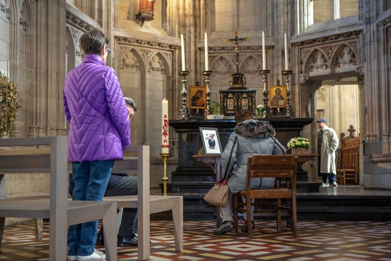 In de Sint-Martinusbasiliek werd ook al een rouwregister neergelegd.