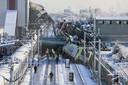 Twee treinstellen liepen uit de rails en werden bedolven onder de ingestorte brug.