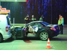 Automobiliste raakt onwel en ramt busje op tankstation langs A1 bij Amersfoort