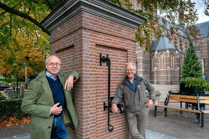 Jan van Balkom (links) en Peter van Gorp zijn de drijvende krachten achter de Helvoirtse glossy 'Voortvarend verder...'