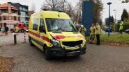 Ambulance knalt tegen wagen: drie gewonden