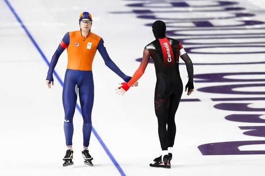 Sven Kramer en Ted-Jan Bloemen voor de Spelen vlak voor een testwedstrijd op het ijs van de Gangneung Oval.