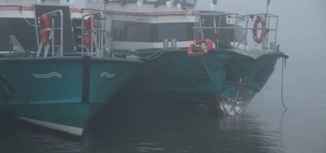 Schipper gewond bij aanvaring pont en vrachtschip op Boven-Merwede